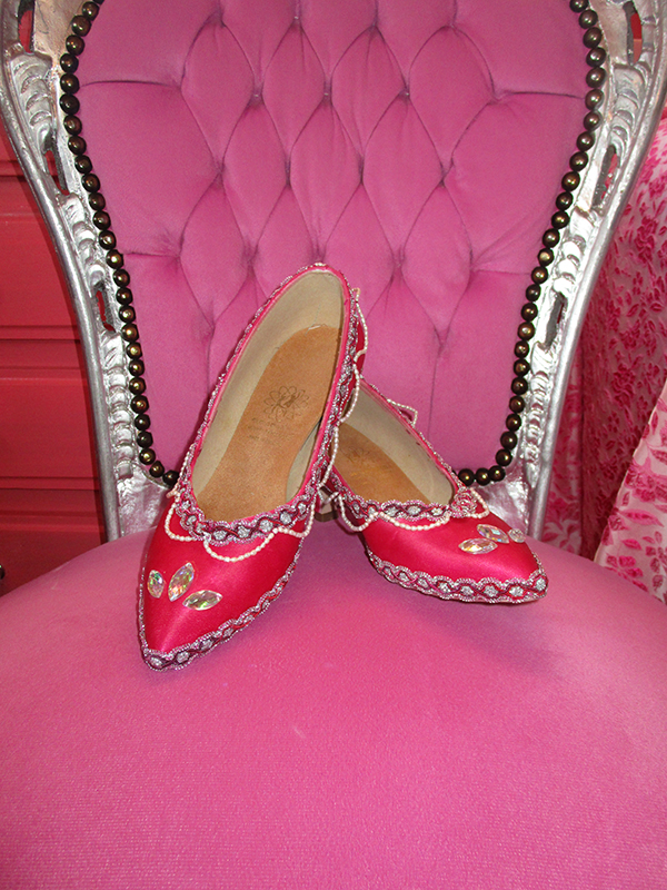 chaussures belle au bois dormant escarpins princesse face perles satin moyen age made in france