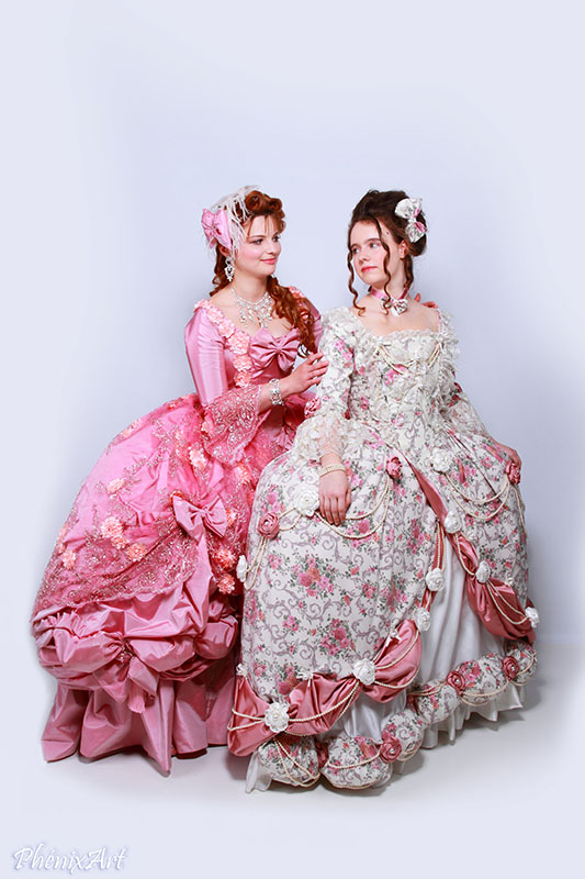 marie antoinette et madame elisabeth photo shooting costumes robes baroque xviii eme siecle