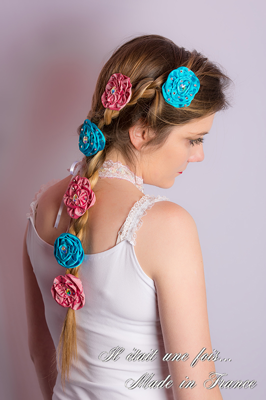 fleurs cheveux roses satin made in france turquoise rose strass irise princesse coiffure raiponce tresse accessoires bijoux