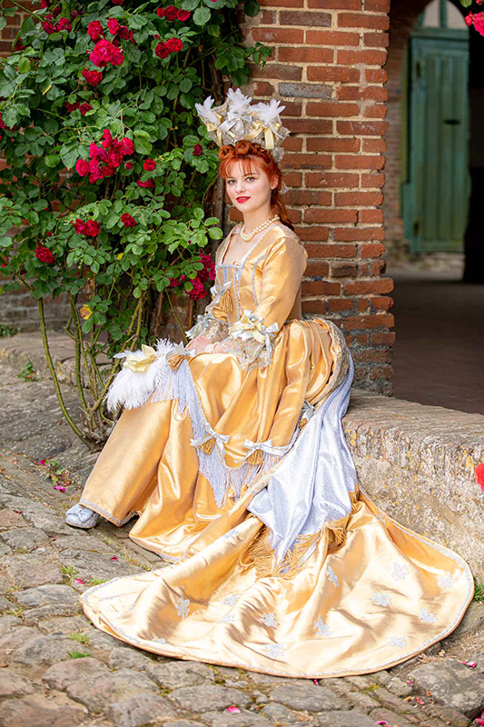 shooting photo costume animation costumee visite theatralisee robe baroque periode louis xiv made in france haute couture